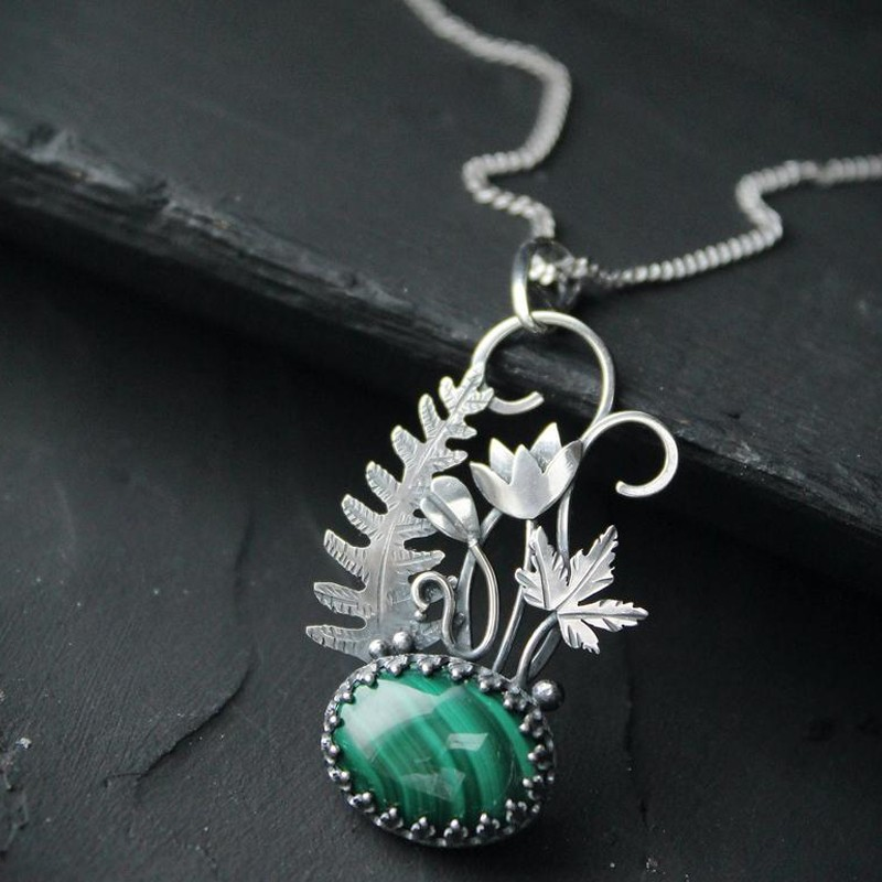 SILVER FLOWER NECKLACE WITH MALACHITE