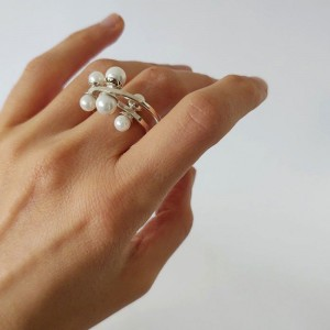 Modern Unique White Pearl Hematite Ring